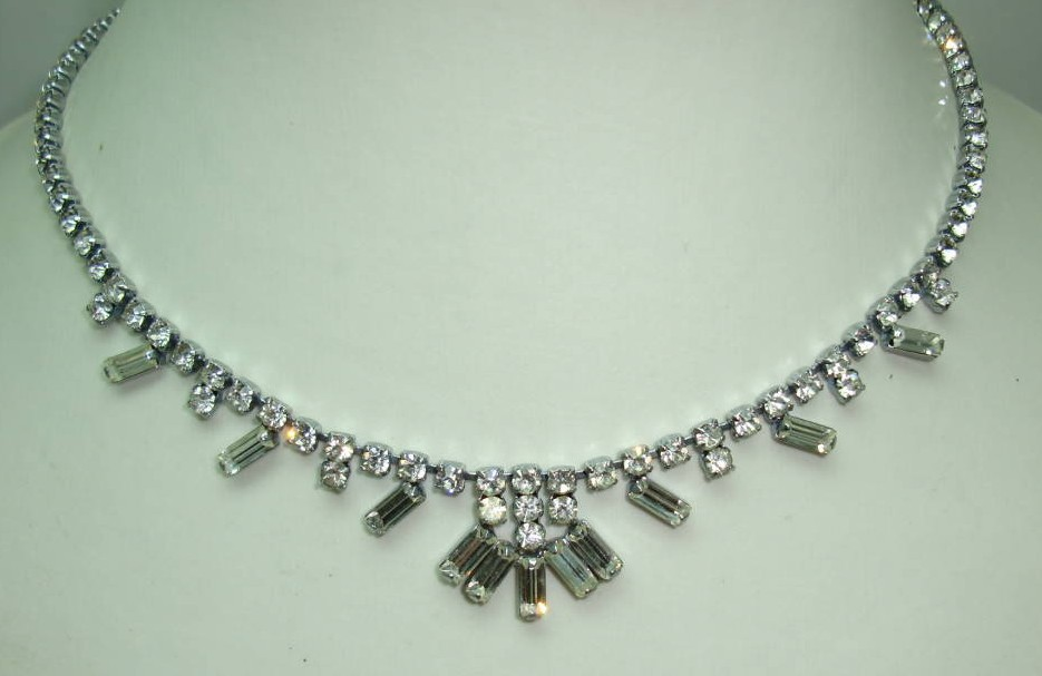£26.40 - Vintage 50s Sparkling Quality Baguette Cut Diamante Drop Necklace