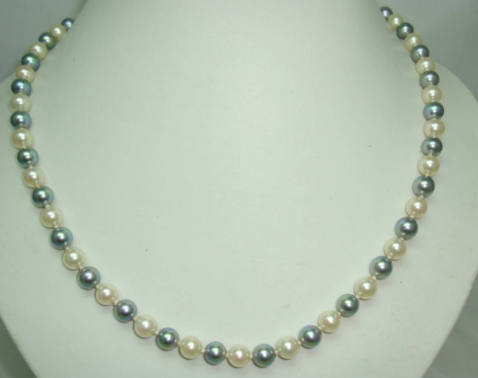 £40.00 - Quality Grey and White Simulated Pearl Necklace Sterling Silver Clasp