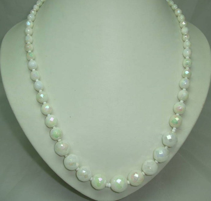 £15.60 - Vintage 50s Graduating White AB Glass Bead Necklace