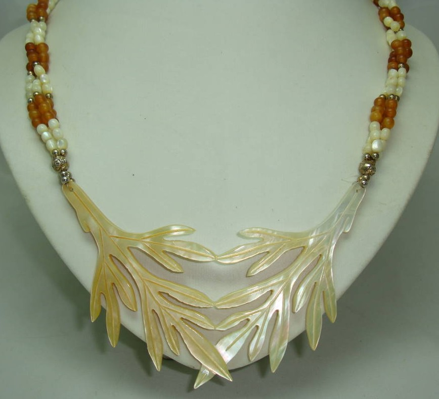 £52.00 - Art Deco Unusual Mother of Pearl Entwined Leaf and Amber Bead Necklace