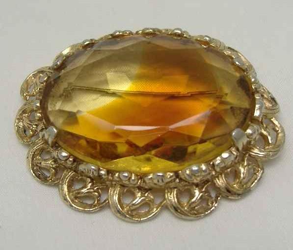 £17.60 - Vintage 1950s Huge Domed Amber Glass Diamante Gold Brooch