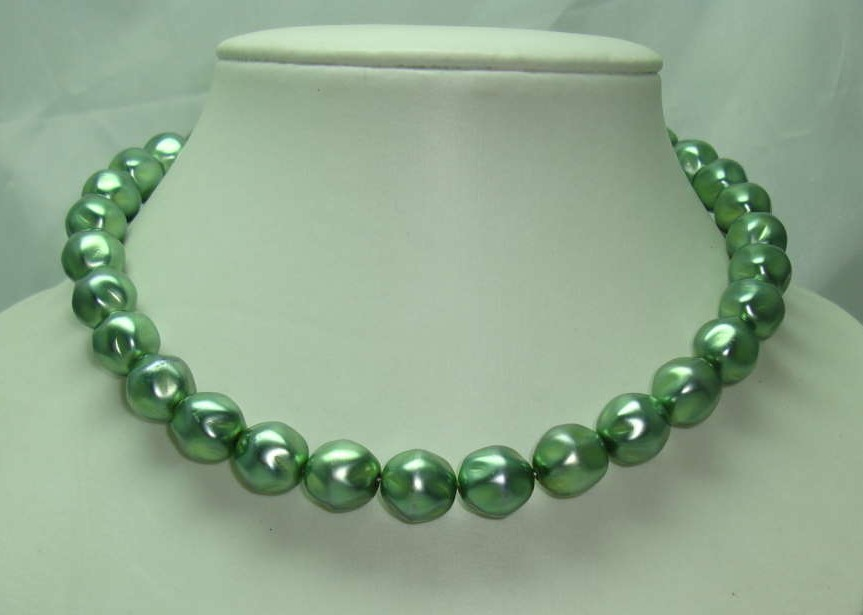£14.40 - Vintage 50s Chunky Green Glass Faux Pearl Bead Necklace
