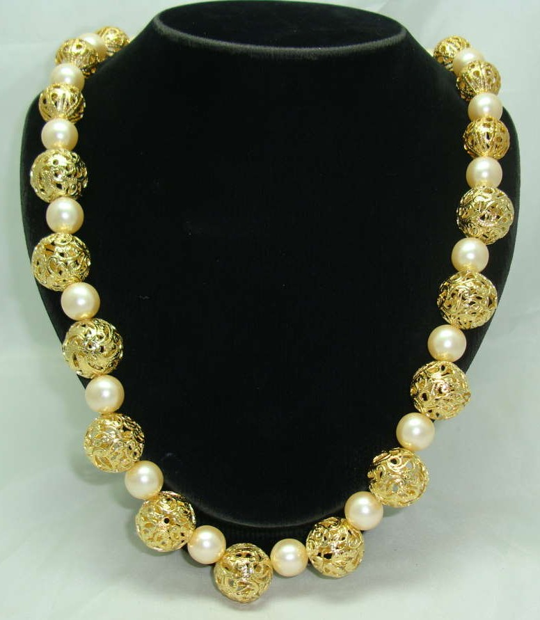 £26.40 - 1950s Chunky Faux Pearl & Gold Filigree Bead Necklace