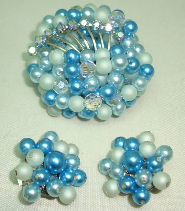 £38.00 - 1950s Teal Blue Pearl Crystal Bead Diamante Brooch and Clip Earrings