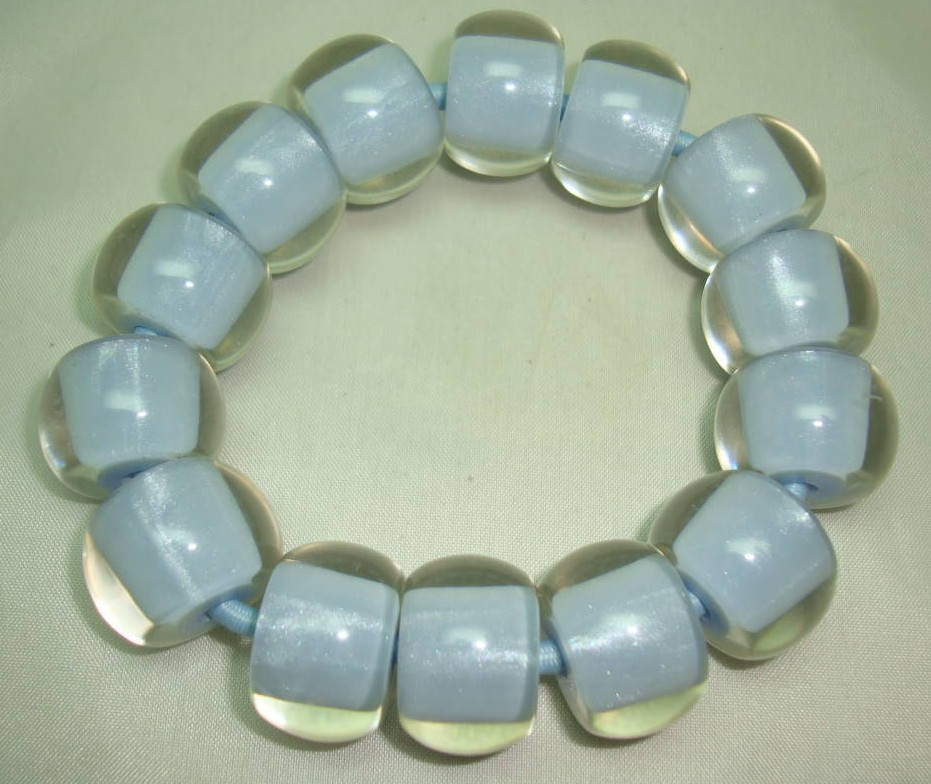 £17.60 - Unusual and Quirky Chunky Blue and Clear Lucite Bead Stretch Bracelet
