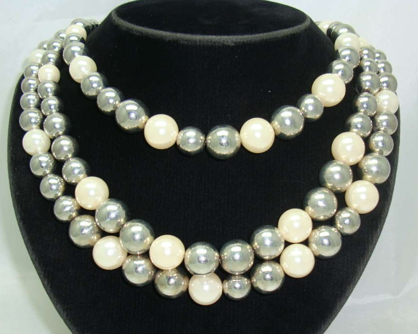 £24.00 - 1950s Style 3 Row Faux Pearl & Silver Bead Necklace