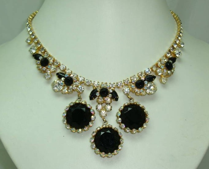 £160.00 - 50s Spectacular AB Diamante Black Glass Stone Drop Elaborate Necklace