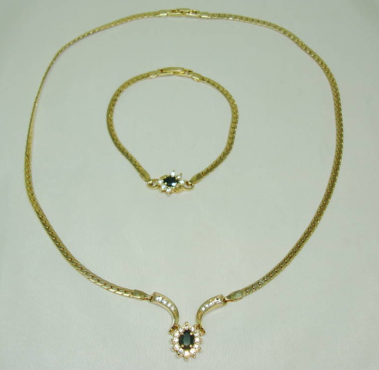 £24.00 - Vintage 80s Fab Blue & Clear Diamante Gold Necklace and Bracelet Set
