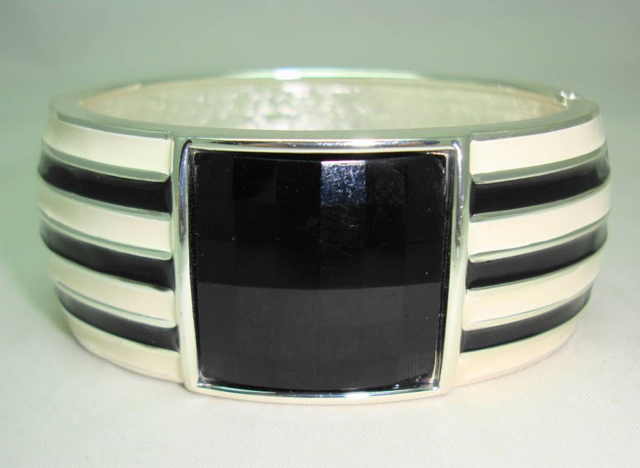 £18.40 - Classy Wide Black and Cream Enamel Black Lucite Cuff Clamper Bangle