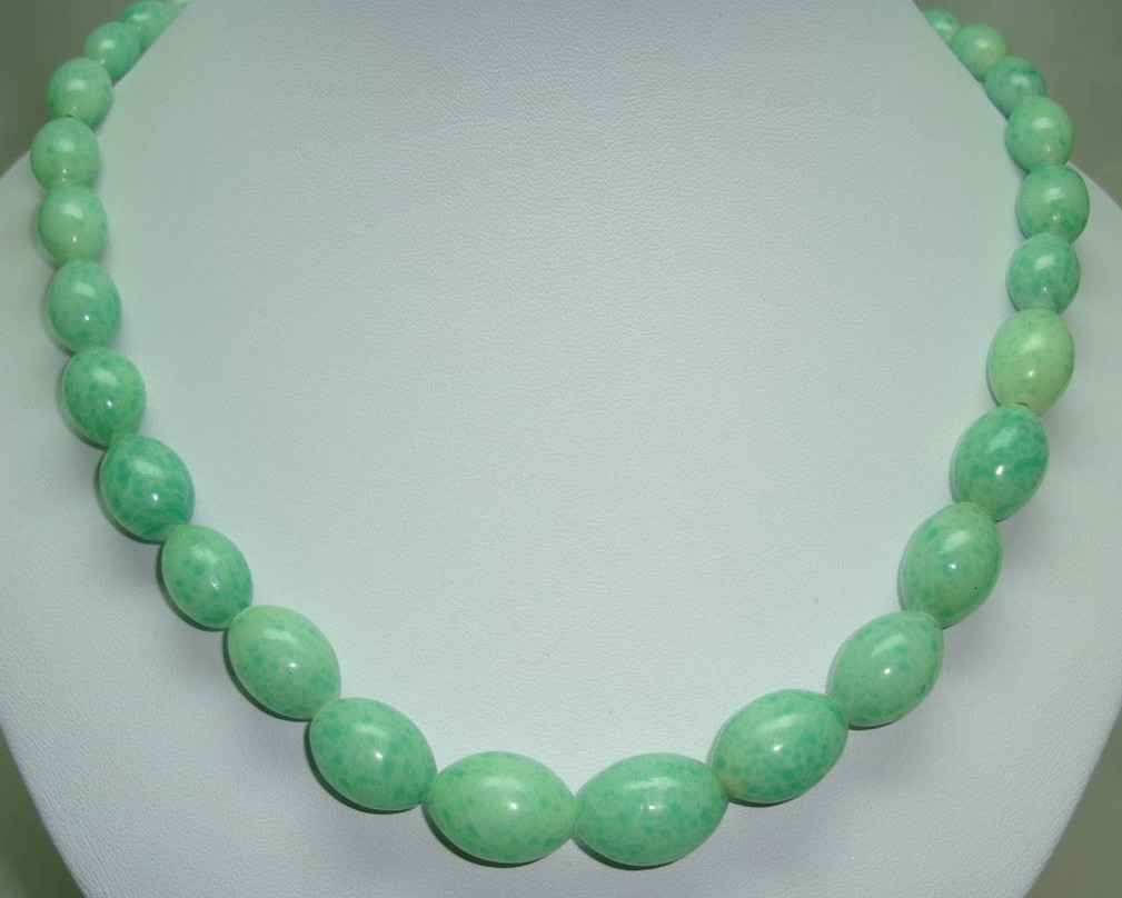 Vintage 70s Long Graduating Genuine Jadite Jade Bead Necklace Quality