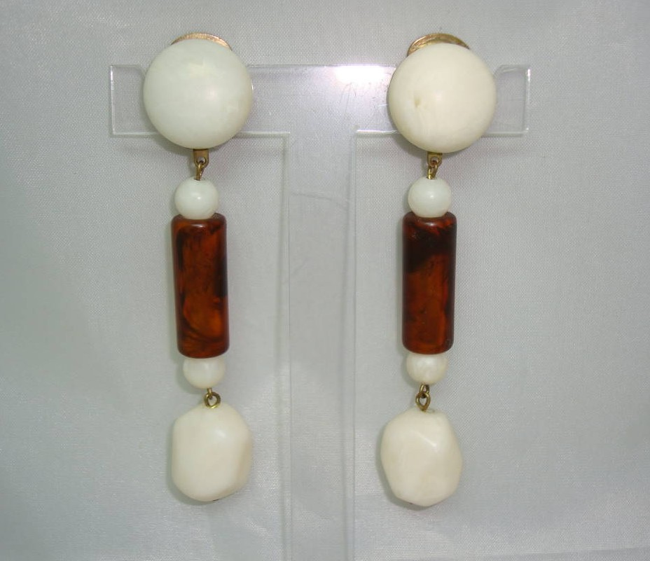 Vintage 40s Retro Cream & Amber Lucite Dangle Drop Clip On Earrings