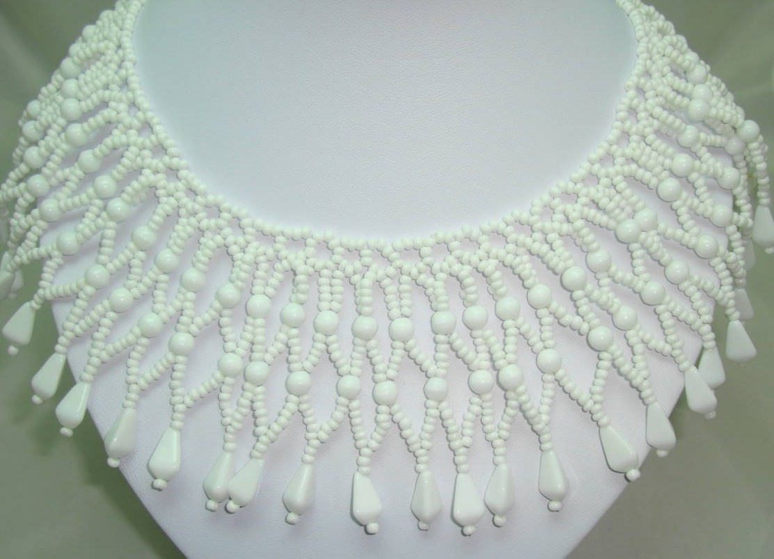 £60.00 - 1950s Wide White Glass Bead Lattice Work Cleopatra Collar Necklace Wow