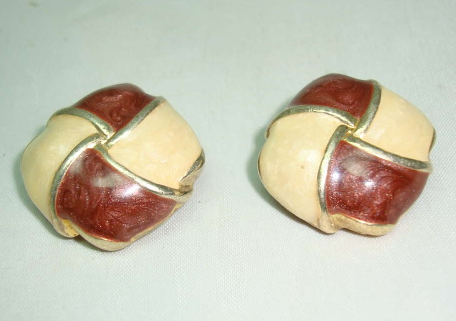 Vintage 80s Quality 2 Tone Cream + Brown Enamel Gold Clip On Earrings