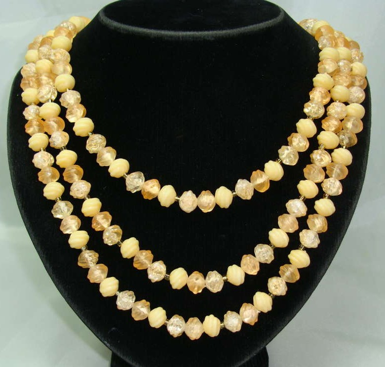 Vintage 50s 3 Row Peach Lucite Bead Necklace Fab Clasp!