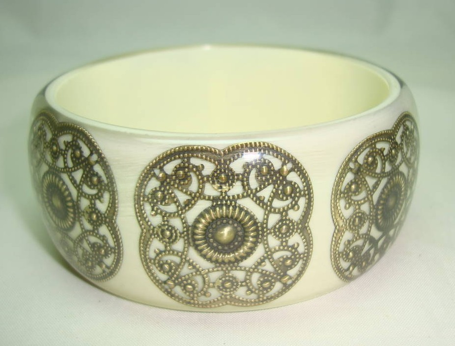 Fabulous Wide Chunky Cream and Gold Lace Inset Design Lucite Bangle