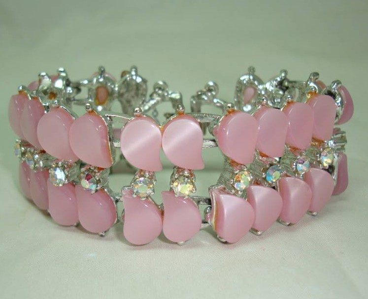 £52.00 - Vintage 50s Amazing Wide Pink Moonglow Lucite AB Diamante Bracelet