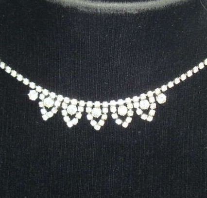 Vintage 50s Sparkling Pretty Diamante Drop Necklace