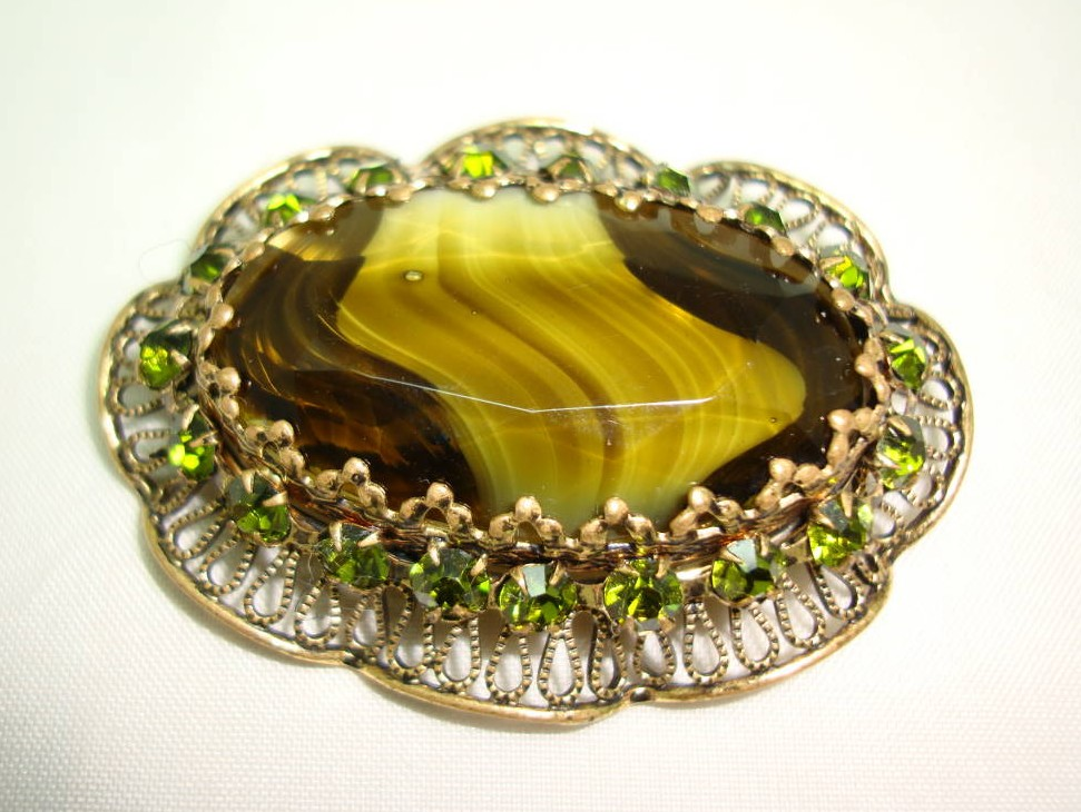 £20.00 - Vintage 50s Large Moss Green Agate Glass and Diamante Scallop Brooch