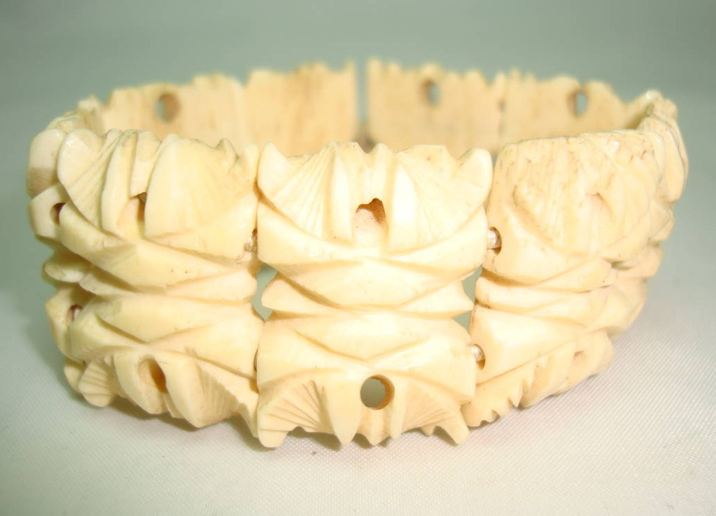 Vintage 30s Art Deco Intricate Carved Bone Fancy Link Stretch Bracelet