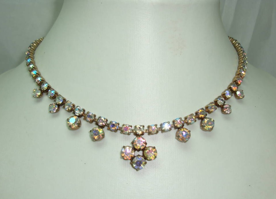£28.00 - Vintage 50s Sparkling AB Diamante Flower Drop Necklace