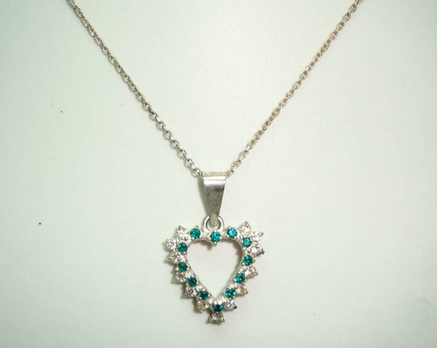 £24.00 - 1980s Sterling Silver Diamante Heart Pendant & Chain