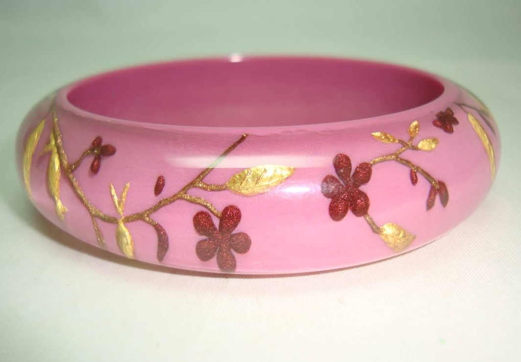 Designer Zsiska Pink Gold and Red Flowers Birds Clear Lucite Bangle