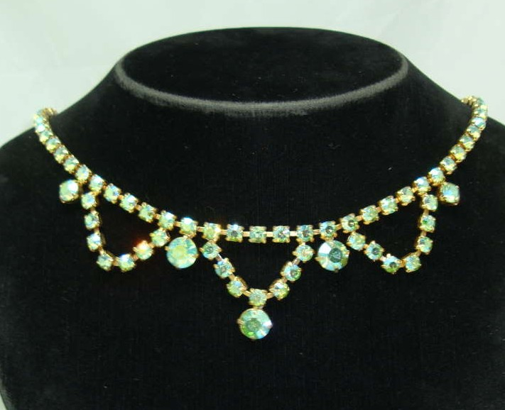 Vintage 50s Green AB Diamante Scallop Drop Necklace