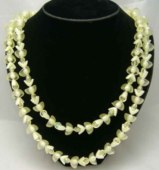 £14.40 - Vintage 50s Unusual 2 Row Yellow Lucite Bead Necklace