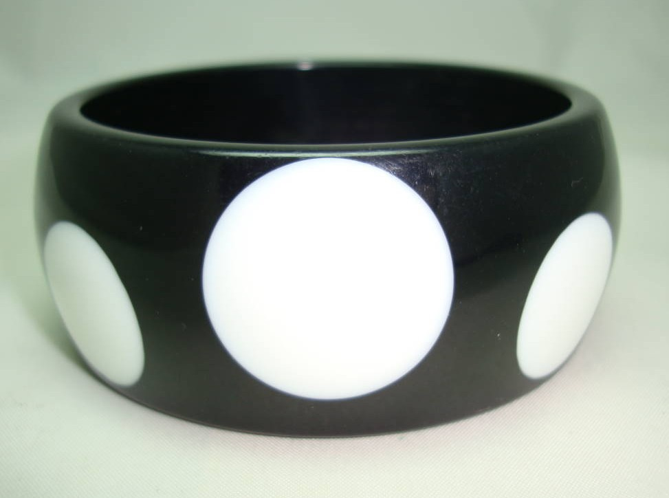 £16.00 - Quirky and Fun Chunky Wide Black and White Spot Plastic Bangle