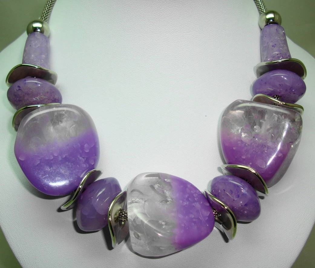 Stunning Chunky Purple and Clear Lucite Bead and Silver Disc Necklace