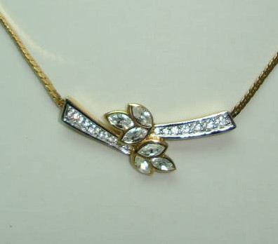 £24.00 - 1950s Attwood & Sawyer Diamante Floral Gold Necklace