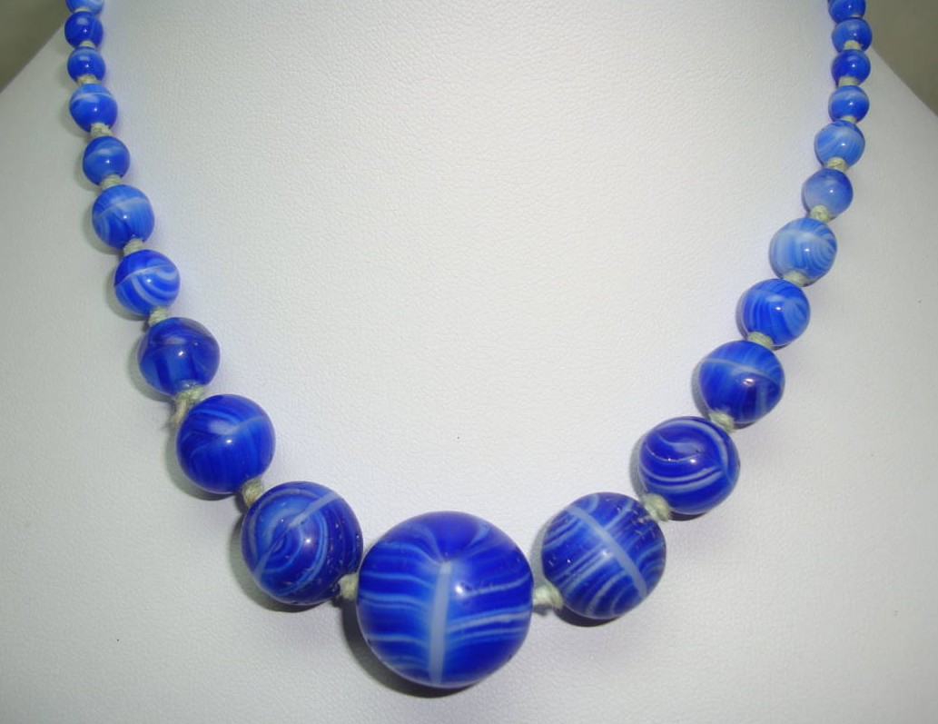 £32.00 - Pretty 30s Art Deco Vibrant Blue Art Glass Hand Knotted Bead Necklace