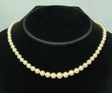 £9.60 - Vintage 50s Graduating Glass Faux Pearl Bead Necklace