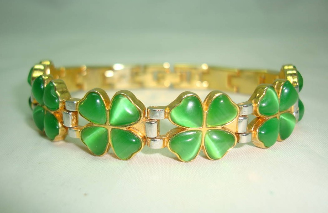 Green Glass Four Leaf Clover Goldtone and Silvertone Link Bracelet