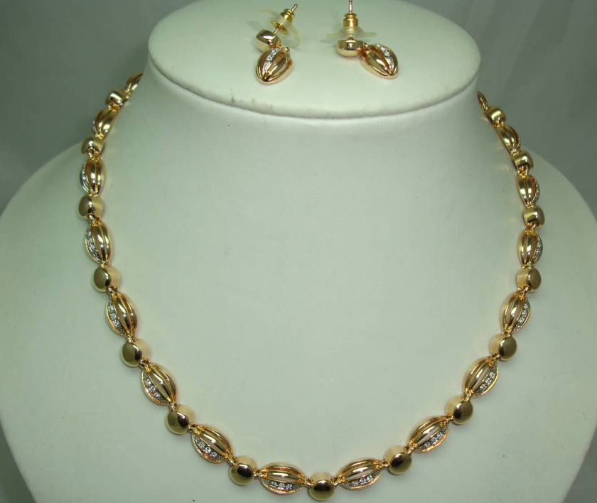 £42.00 - 1980s Quality Crystal Diamante Gold Necklace & Earrings