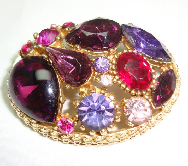 £30.00 - Vintage 50s Sphinx Purple Pink Glass Diamante Domed Gold Brooch