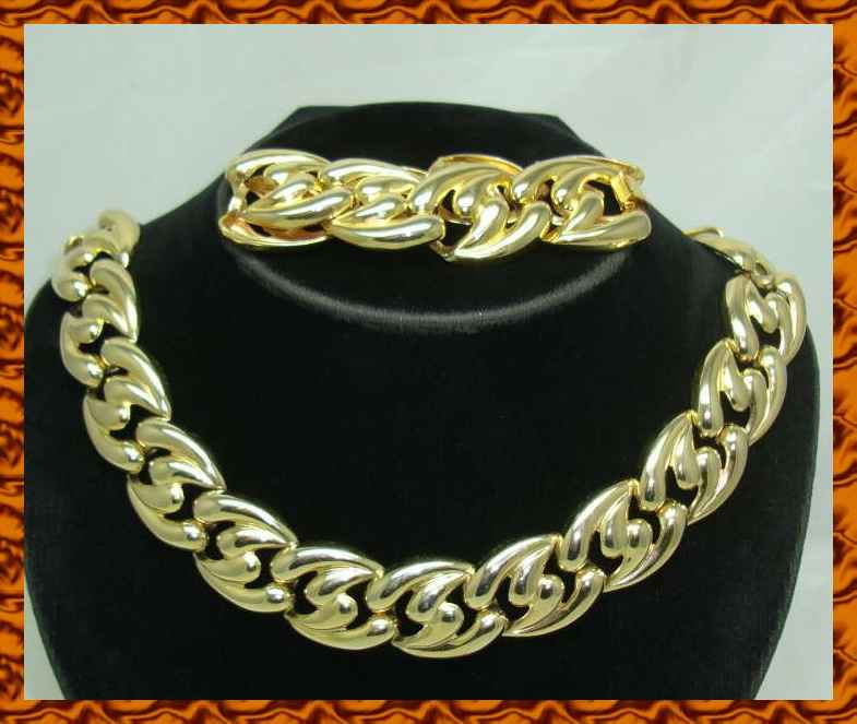gold link necklace. Vintage 80s Chunky Gold Link