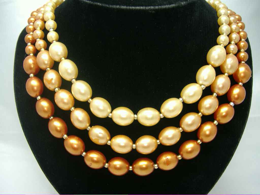 £12.00 - Vintage 50s 3 Row Shades of Cream and Gold Faux Pearl Bead Necklace